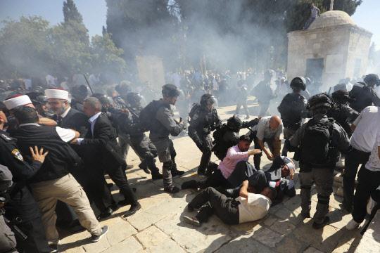 예루살렘서 무슬림-이스라엘 경찰 충돌